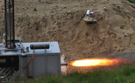 Starchaser hybrid rocket engine test