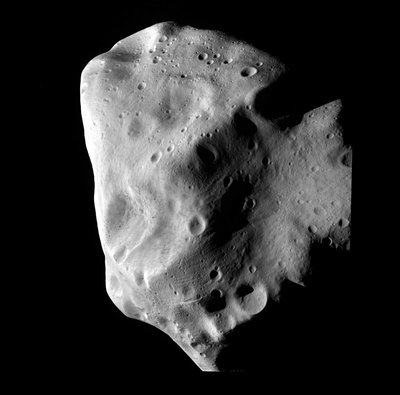 Rosetta's closest approach to the asteroid Lutetia. (Credits: ESA 2010 MPS for OSIRIS Team MPS/UPD/LAM/IAA/RSSD/INTA/UPM/DASP/IDA)
