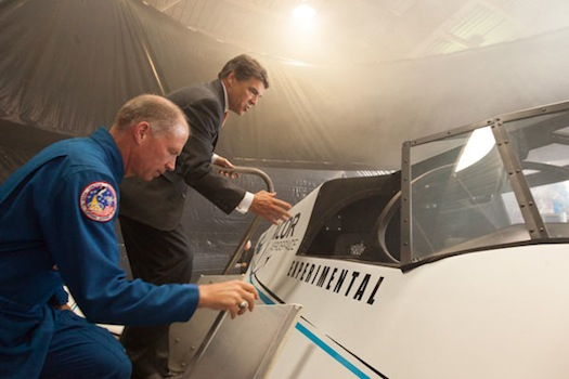 Texas Gov. Rick Perry and XCOR Chief Pilot Rick Searfoss examine a mockup of the Lynx. (Credit: XCOR)