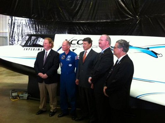 Texas Gov. Rick Perry flanked by XCOR officials in front of a full-scale mockup of the Lynx space plane in Midland. (Credit: Gov. Rick Perry's Office)