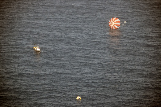 Dragon recovery (Credit: SpaceX)