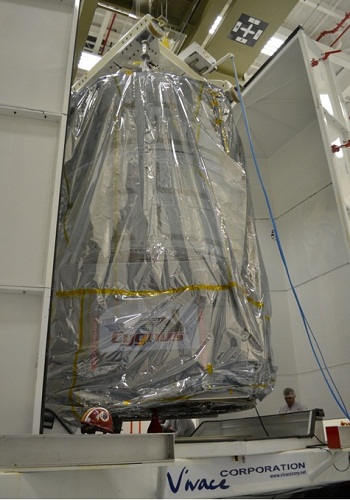 Cygnus being removed from the CVC at building V-55. (Credit: Orbital Sciences Corporation)