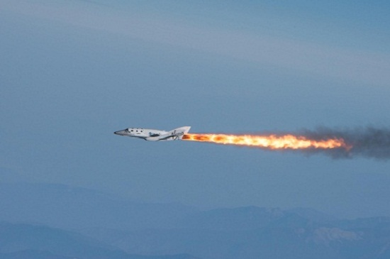 SpaceShipTwo in powered flight. (Credit: Virgin Galactic)