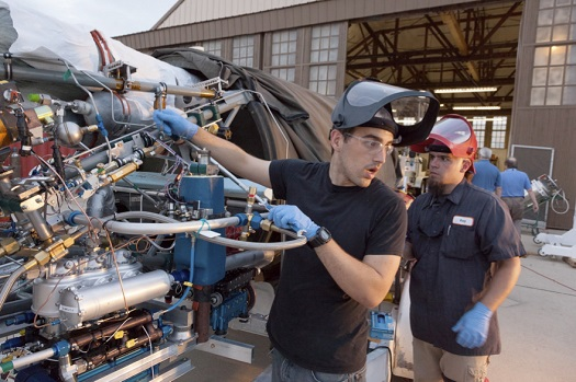 XCOR's Derek Nye and Ray Fitting prepare the Lynx truss for a test day. (Credit: XCOR)