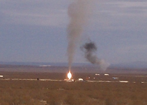 A hybrid motor hot fire conducted at a Mojave test site in January 2013. (Credit: Douglas Messier)