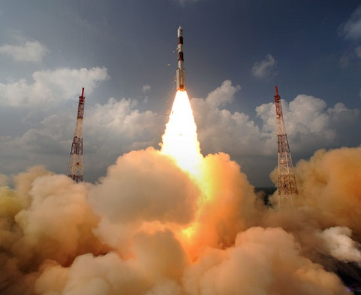 PSLV rocket lifts off with India's Mars Orbiter Mission. (Credit: ISRO)