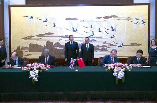As British Prime Minister David Cameron and Chinese Premier Li Keqiang look on, representatives from the UK Space Agency and the China National Space Administration sign a memoradum of understand to cooperate space science, space applications, education and training. (Credit: CNSA)