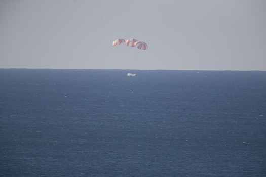 A Dragon spacecraft splashed down in Morro Bay during a parachute test in Dec. 2013. (Credit: NASA)