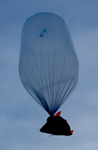 A Near Space Corporation balloon lifts the firm's small HASS shuttle glider during a test flight in 2013. (Credit: Near Space Corp.)