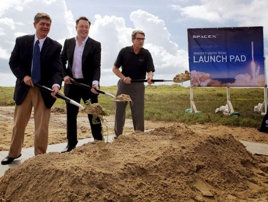 Elon Musk (center) and Texas Gov. Rick Perry break ground on a new launch complex. (Credit: Texas Governor's Office)