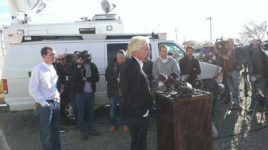 Branson speaks to the press at the Mojave Air and Space Port about the crash off SpaceShipTwo. (Credit: Douglas Messier)