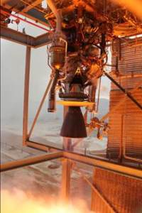 Blue Origin's BE-3 engine throttles to its maximum 110,000-lbf thrust during acceptance testing at the company's dedicated facility in West Texas. (Credit: Blue Origin)