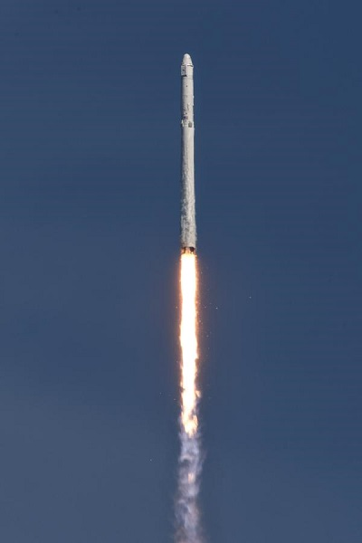 Falcon 9 lifts off on CRS-6 mission.