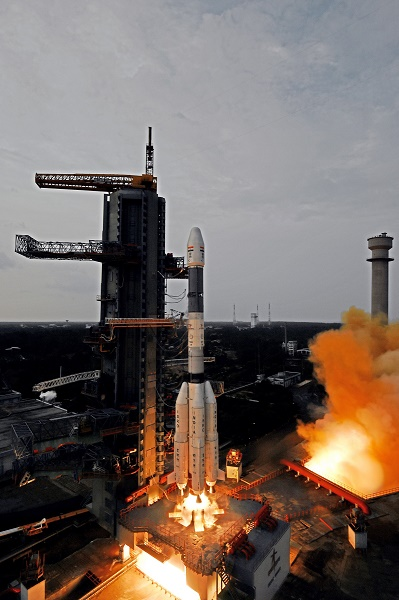 GSLV Mk.II rocket lifts off with GSAT-6 satellite. (Credit: ISRO)