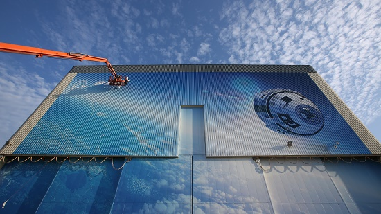 Mural on Starliner assembly building. (Credit: NASA)