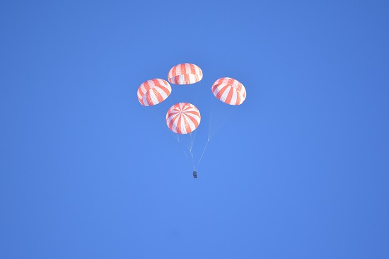 Crew Dragon parachute test (Credit: SpaceX)