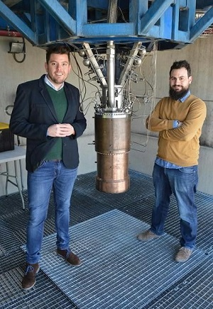 PLD Space cofounders with the 25kN engine developed by the company. (Credit: PLD Space)