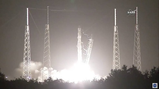 Falcon 9 launches the Dragon CRS-9 mission to the International Space Station. (Credit: NASA)