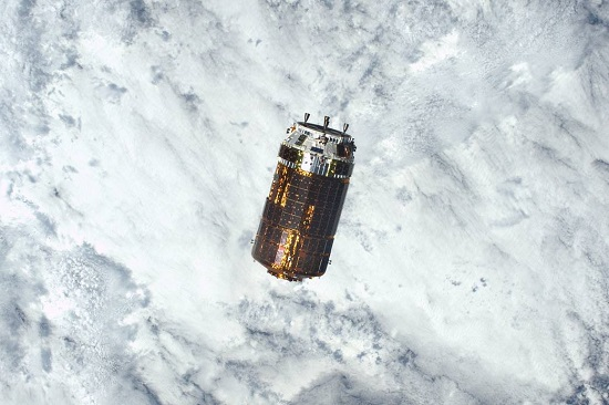HTV-6 cargo ship approaches the International Space Station. (Credit: NASA)