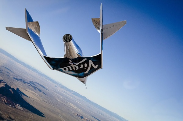 SpaceShipTwo glides to a landing at Mojave Air and Space Port. (Credit: Virgin Galactic)